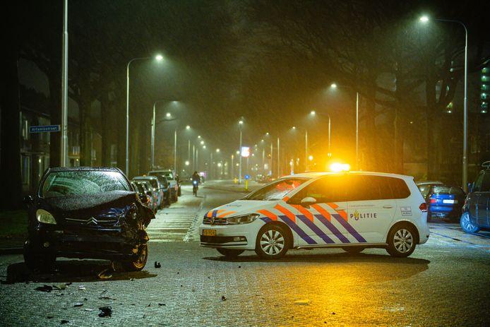 Veel schade door botsing op de Lage Witsiebaan in Tilburg.
