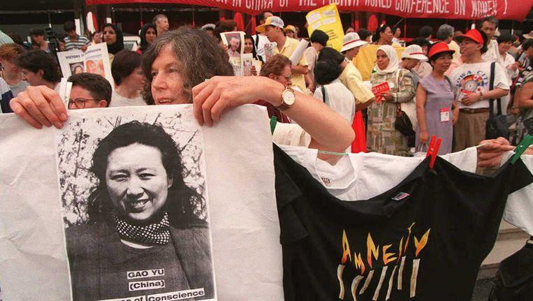 In 1995 werd Gao Yu ook al eens gearresteerd. Betogers vroegen toen om haar vrijlating.