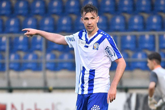 Pieter Michiels voetbalt bij ASV Geel én in zijn eigen woonplaats.