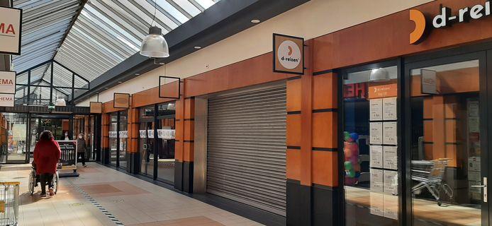 In winkelcentrum De Hoofdpoort in Kaatsheuvel hebben verschillende winkels de deuren gesloten.