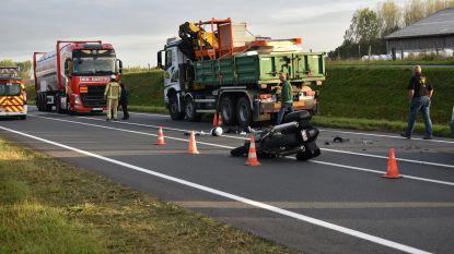 Motorrijder in levensgevaar na botsing met vrachtwagen op N42