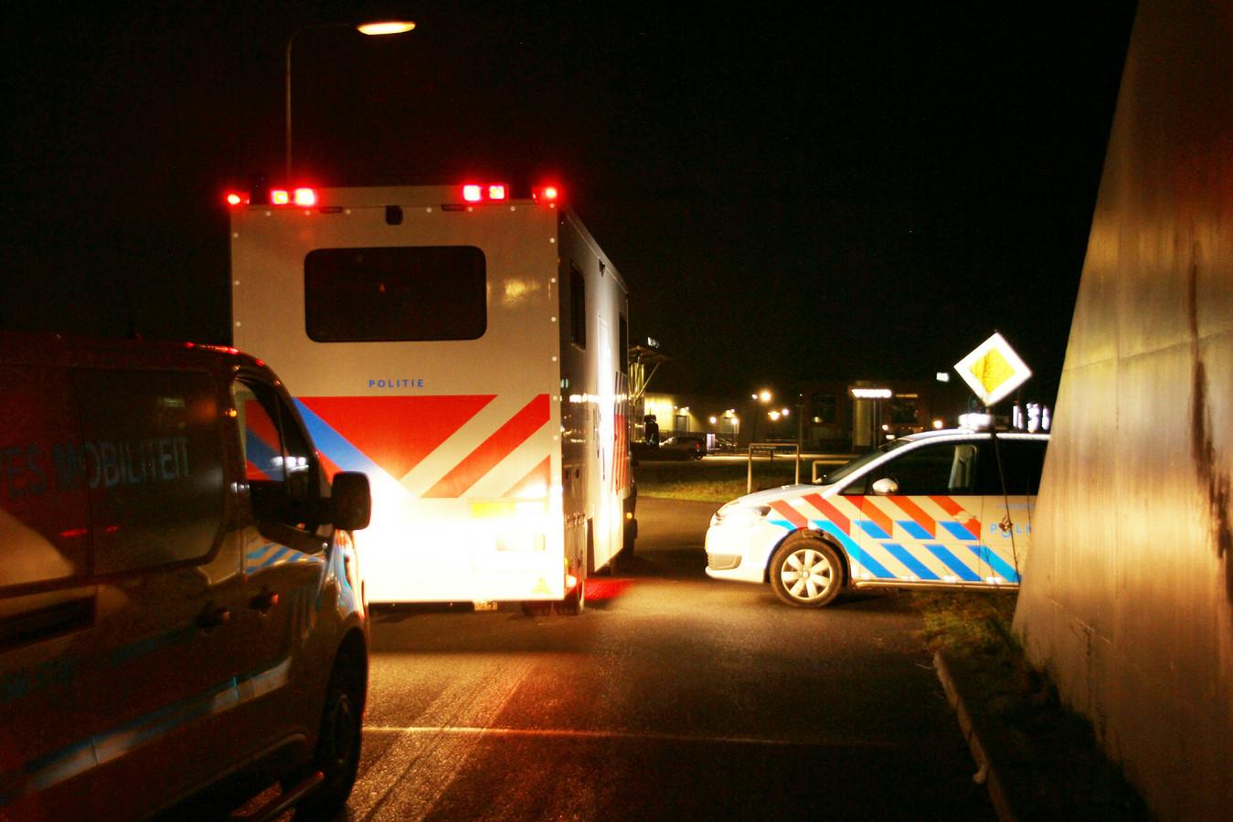 Er is veel politie ter plaatse in Almelo.