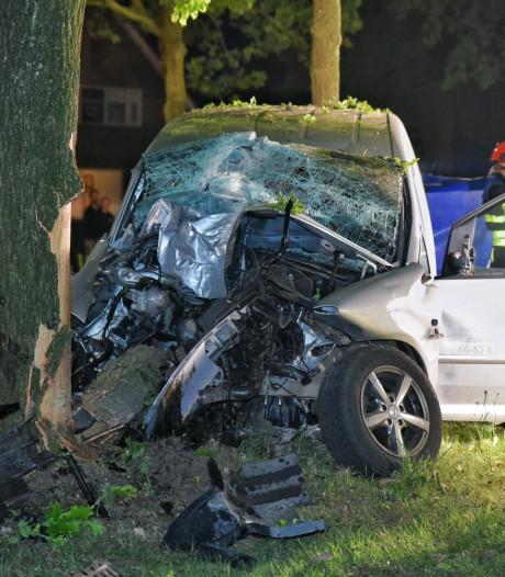 Automobilist (26) botst tegen boom in Diessen, zwaargewond naar ziekenhuis