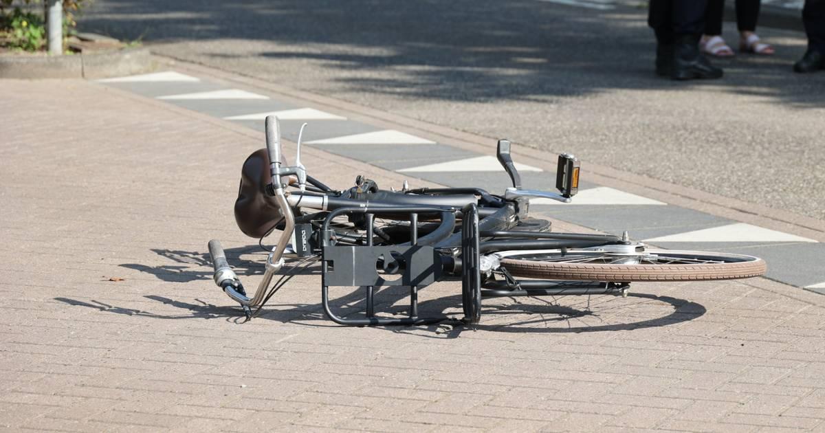 Meisje op fiets raakt zwaargewond bij aanrijding met auto in Waalwijk, bestuurder rijdt door.