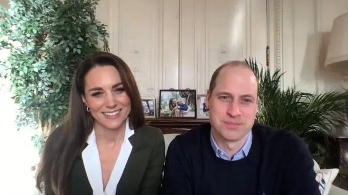Le prince William et son épouse Kate ont invité la population britannique à se faire vacciner dans une vidéo partagée samedi soir.