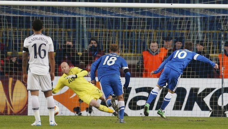 Konoplyanka zette de strafschop via de paal om. Beeld photo_news