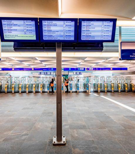 Man (20) schopte NS-medewerker tegen het hoofd op station Zwolle: 'Ik heb buitensporig geweld gebruikt'