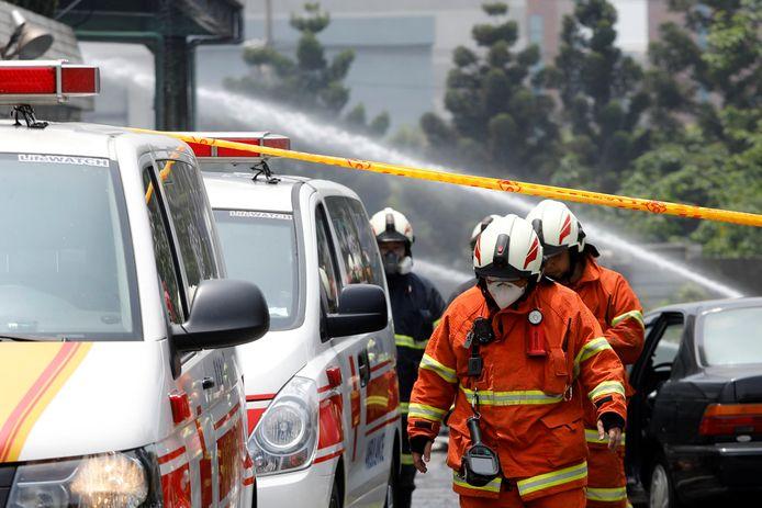 Zeven brandweermannen raakten geblokkeerd door vallende brokstukken. Slechts twee van hen waren nog in leven toen ze eerder vandaag gered konden worden.