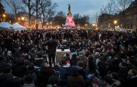 Beeld van de eerste vreedzame betoging van Nuit debout