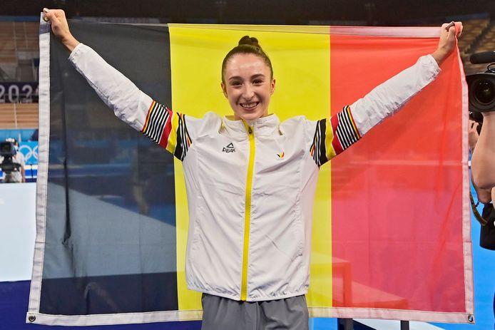 Nina Derwael met de Belgische vlag.