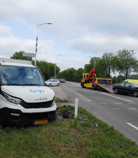 Twee gewonden bij botsing op N321 bij Gassel