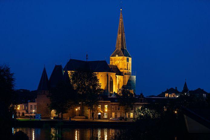 Foto ter illustratie. De Bovenkerk in Kampen.