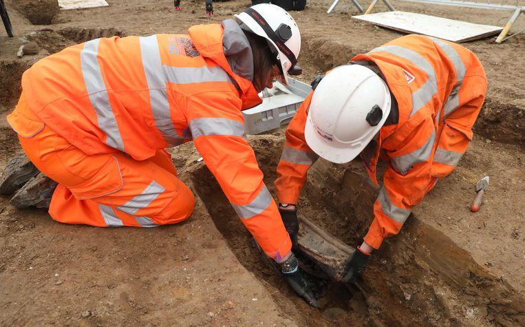 Archeologen aan het werk in het station Euston.