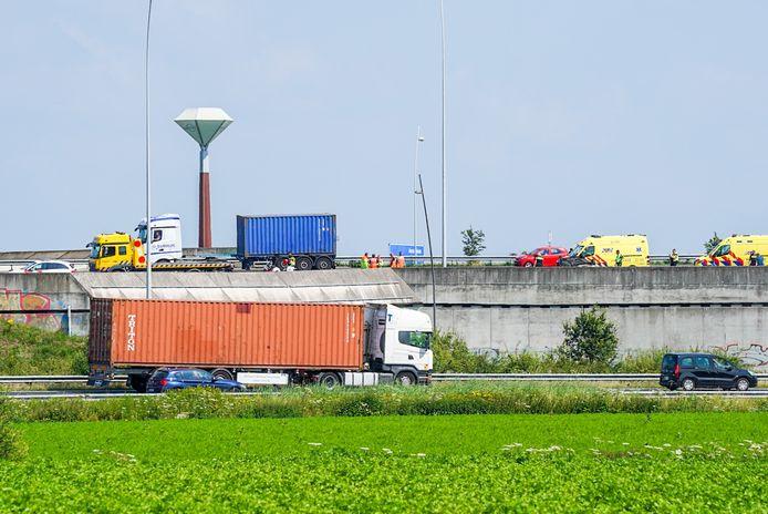 Auto ondersteboven op A58 bij Eindhoven