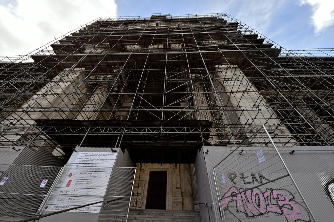 Le palais de justice de Bruxelles sans échafaudages, c'est une image que les moins de 40 ans ne peuvent pas connaître, ou du moins s'en souvenir.