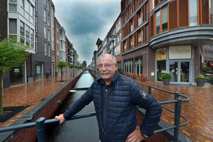 Hans van Manen bij de nieuwe Brouwersgracht in Veenendaal.