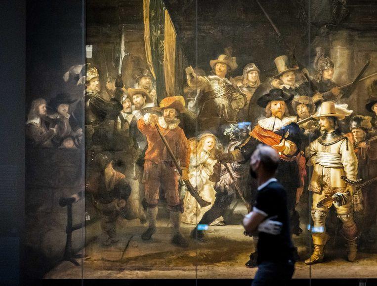 2021-06-22 19:59:54 AMSTERDAM - De gereconstrueerde panelen zijn gemonteerd aan de Nachtwacht in het Rijksmuseum. Operatie Nachtwacht is het grootste onderzoek ooit naar de door Rembrandt geschilderde Nachtwacht. Door middel van geavanceerde technologie wordt bepaald hoe het meesterwerk zo goed mogelijk kan worden behouden voor toekomstige generaties. ANP REMKO DE WAAL Beeld ANP