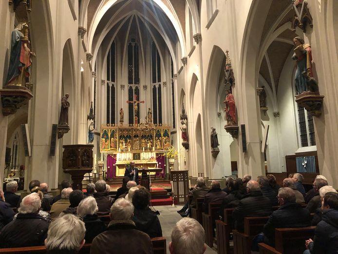 Zo'n zeventig belangstellenden kwamen maandag af op de uitleg van het parochiebestuur over de plannen met de Eerdse kerk.