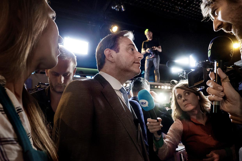 Voorzitter Bart De Wever spreekt met journalisten. Beeld Eric de Mildt