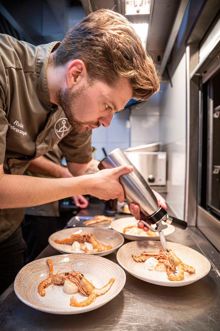 Chef-kok Ruben Goedewaagen van  Gastrobar Luzt  in Eindhoven. Beeld -