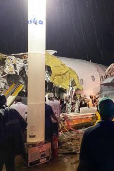 Un avion de ligne se brise en deux lors d'un atterrissage en catastrophe en Inde