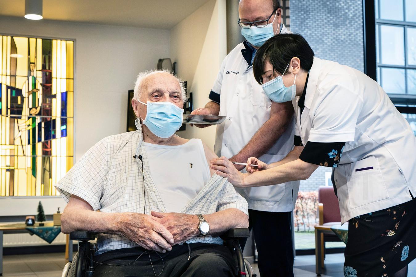 Jos Hermans, le premier Flamand à avoir reçu le vaccin contre le coronavirus.
