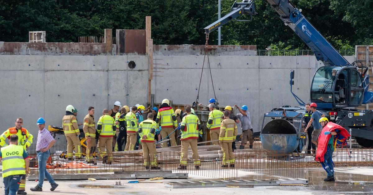 Schok groot na zwaar ongeluk in Nunspeet: bouwvakker moest uitwijken voor 3 meter hoog betonnen gevaarte.