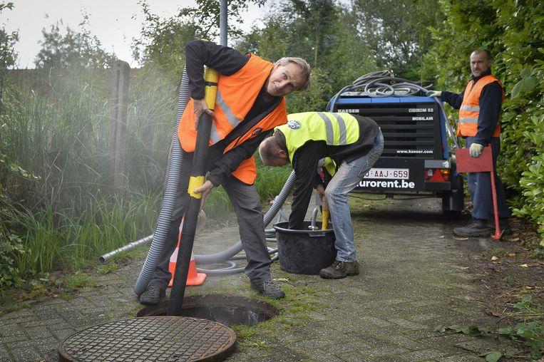 Een gespecialiseerde firma startte gisteren met de sanering van de Wijzerbeek.