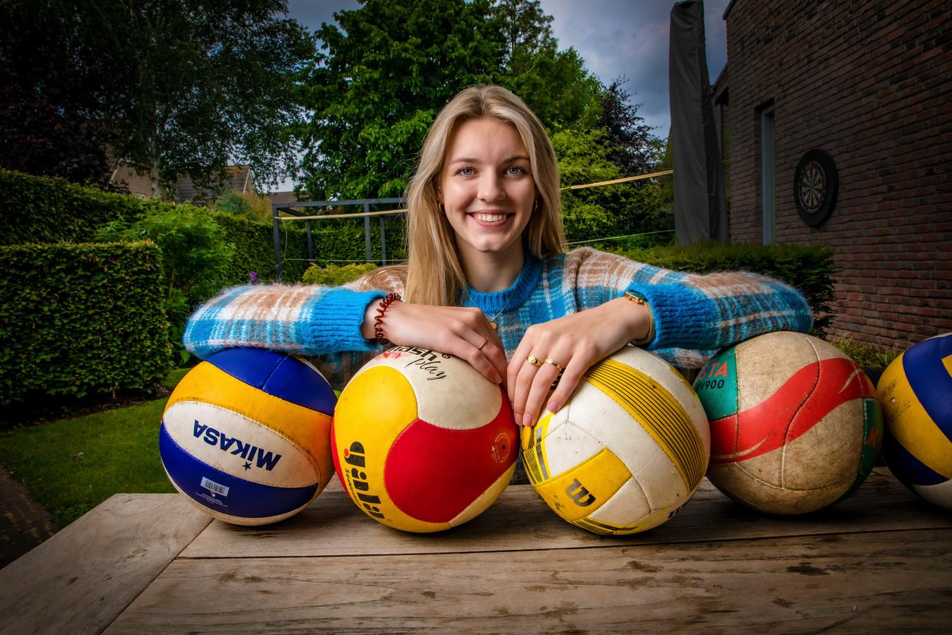 Lianne Sonneveld - oud-speelster van Dynamo - gaat studeren en volleyballen in de Verenigde Staten.