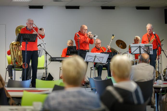 Stichting Oude Stijl Jazz Etten-Leur opende in 2017 het seizoen met een optreden van de Mollies Jazz Bunch.