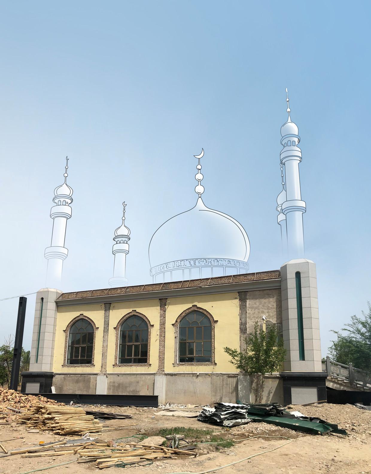 In Gongliu is na een vernietigingscampagne in 2018 een grote meerderheid van alle moskeeën verdwenen. Deze moskee is gestript en wordt onderdeel van een overheidsgebouw. Beeld Foto Leen Vervaeke / Illustratie Marco Stoker