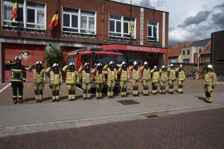 Ook in Zele stonden ze stil bij het overlijden van de brandweermannen.
