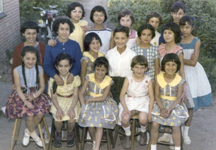 Kinderfeestje in Gemert waar kinderen met een Indische achtergrond duidelijk in de meerderheid waren.
