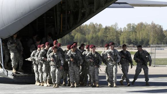 Een 150-tal soldaten kwamen vorige week al in Riga aan.