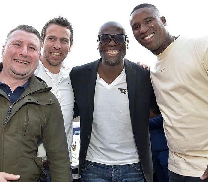 Douglas (rechts) was deze zomer eregast bij de huldiging van FC Twente. Samen met Jeroen Heubach, Peter Wisgerhof en Blaise N'Kufo.