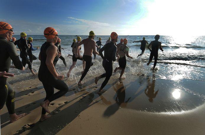 De zwemmers kunnen vanavond weer het water in, voor de Zwartepolder Zeezwemtocht.