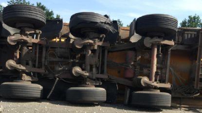 Dubbel drama op E17 in Nazareth: gekantelde vrachtwagen verspert snelweg richting Kortrijk - kettingbotsing veroorzaakt hinder richting Gent