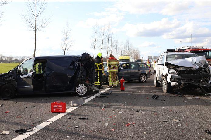 De schade door het ongeluk op de A2 bij Enspijk.