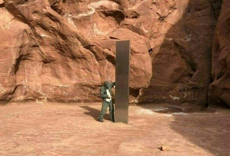De monoliet die eerder deze maand werd ontdekt in de woestijn in Utah. Beeld AFP