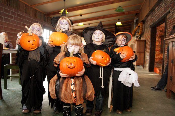 Illustratiebeeld: kinderen met Halloween.