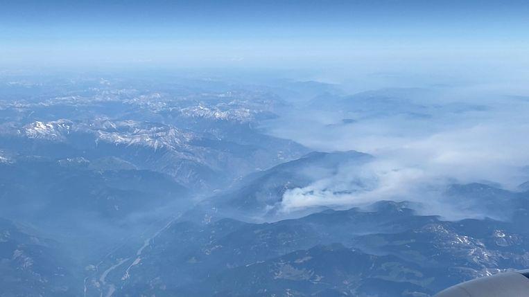 Rook van een bosbrand in de buurt van Logan Lake, British Columbia, Canada. Beeld @thefirstjoel via REUTERS
