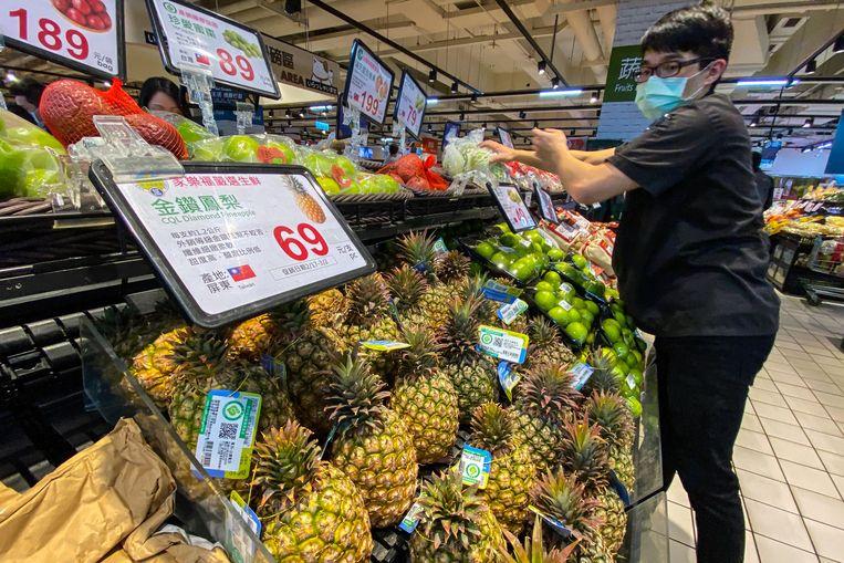 Ananas is in de aanbieding in een supermarkt in Taipei. Beeld EPA