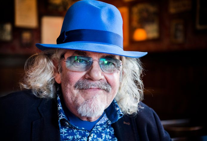Bennie Jolink, voorman van de Achterhoekse band Normaal.