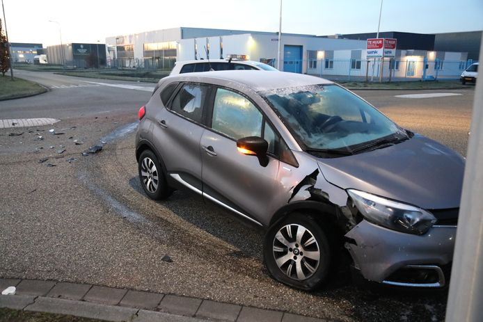 Ongeluk met twee auto's op de Brakman in Tilburg.