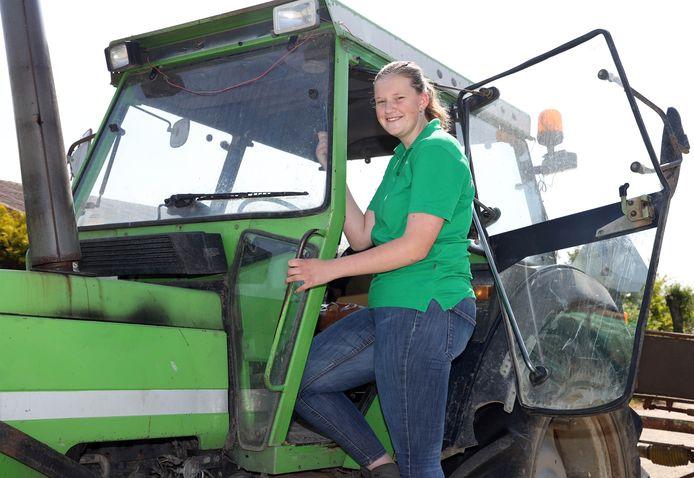 Nathalie Dekker is in haar element op de boerderij.
