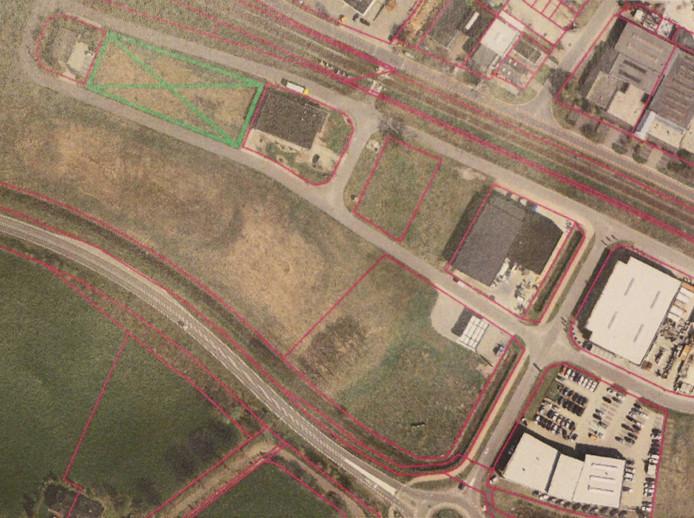 Luchtfoto bedrijventerrein Everskamp, met linksboven groen gemarkeerd de kavel waar Conplex naartoe wil.