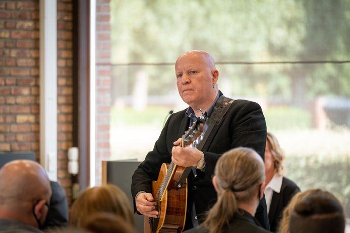 Frank Vander linden speelde op de plechtigheid een nummer.