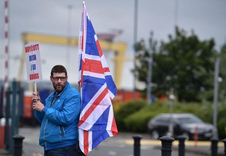 Loyalisten protesteren in juli 2021 in Belfast tegen het protocol voor Noord-Ierland. Beeld Getty