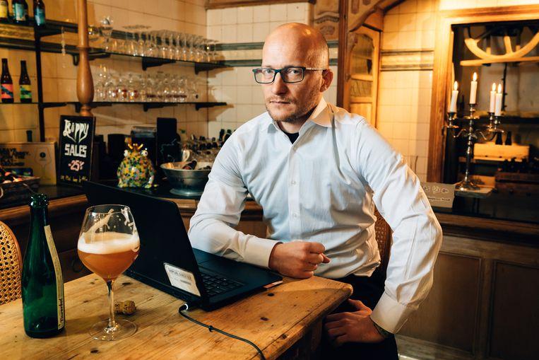Tom De Block: 'Het geld op je bankrekening, dát is pas virtueel!' Beeld Illias Teirlinck