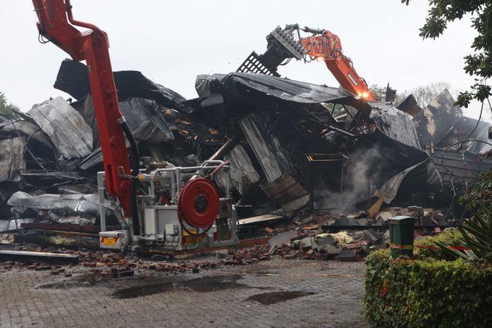 De overblijfselen van de loods van C&S in Veghel.